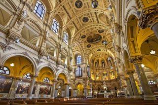 Interno di una basilica