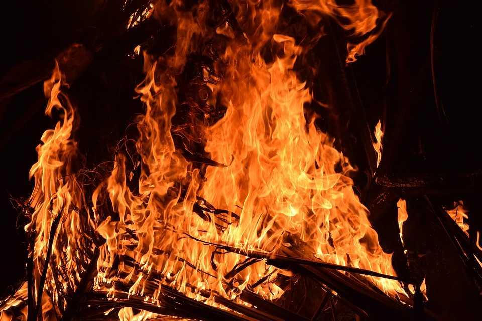 Incendio di frasche e sterpi
