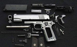 Pistola moderna smontata