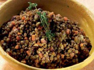 Piatto di lenticchie e ortaggi