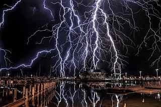 Spettacolare pioggia di fulmini