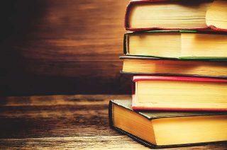Libri impilati - Sfondo desktop