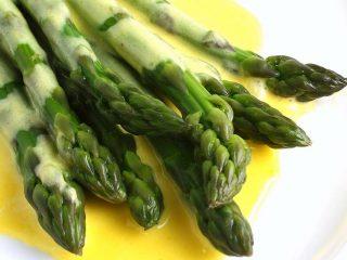 Asparagi in salsa mousseline - Ricette semplici