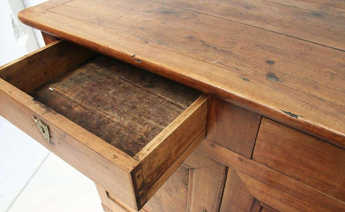 Cassetto di antica scrivania francese
