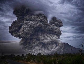 Cenere eruttata da un vulcano