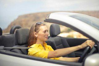 Donna che guida