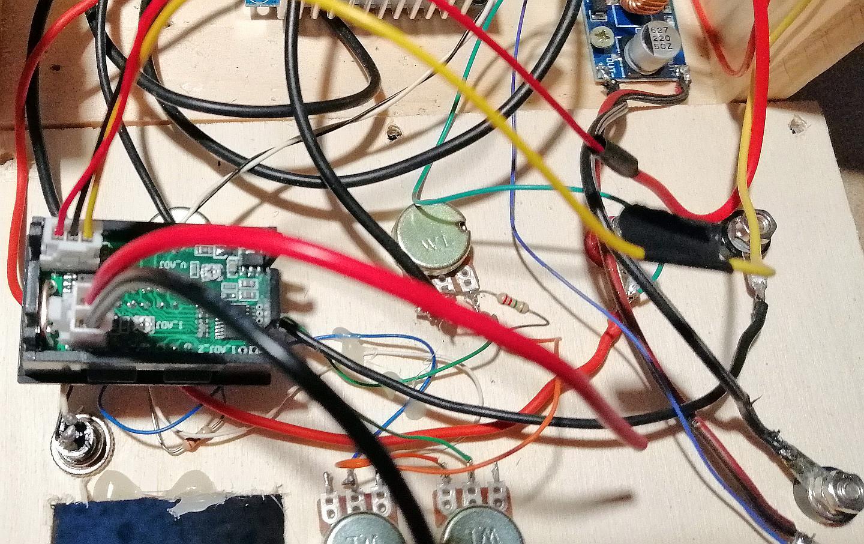 I collegamenti effettuati del nuovo strumento amperometro voltmetro