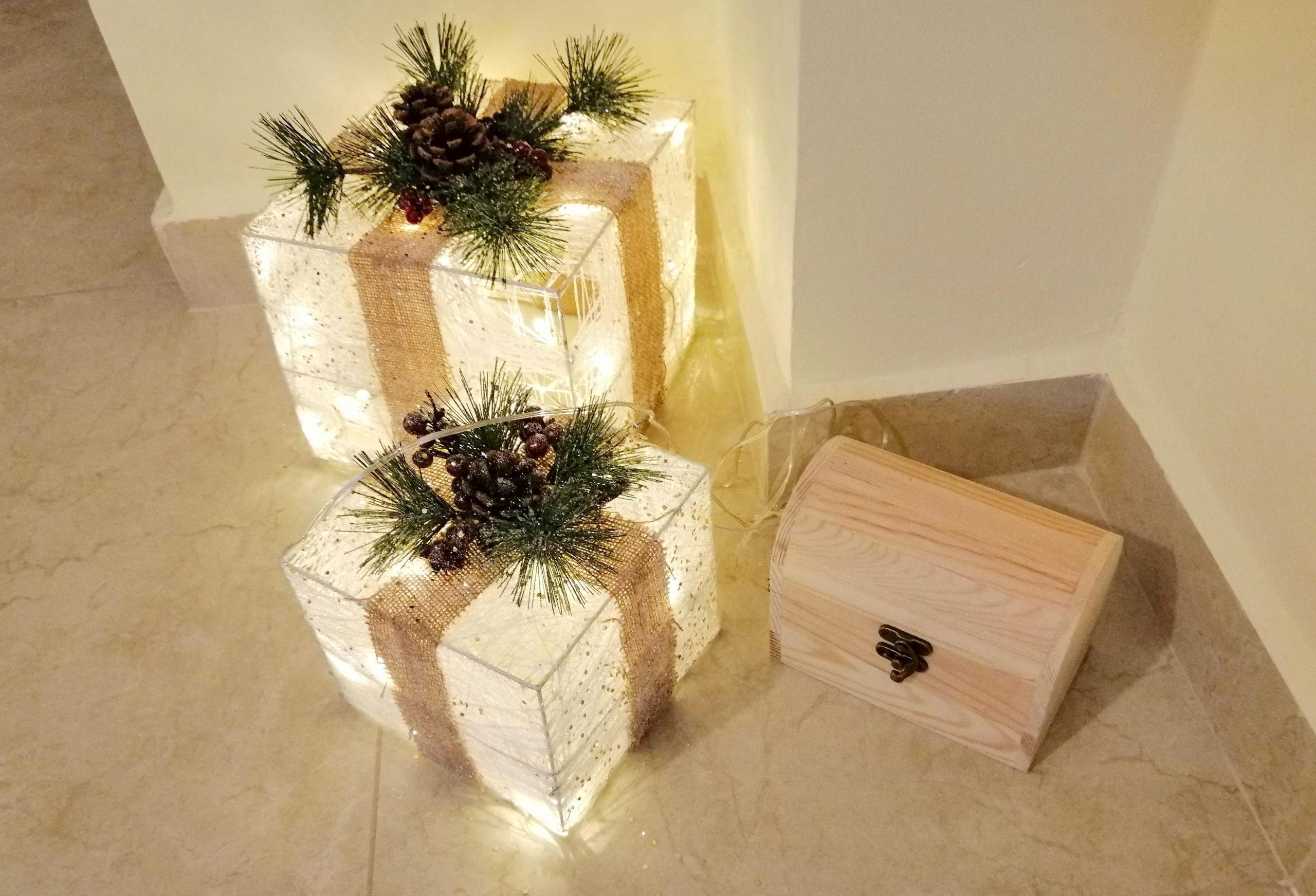 Luci natalizie collegate e bauletto chiuso