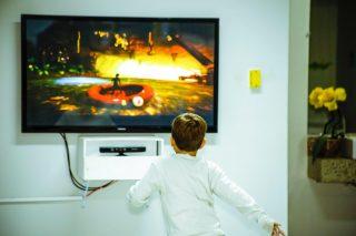 TV, smarttv, televisione LCD da parete