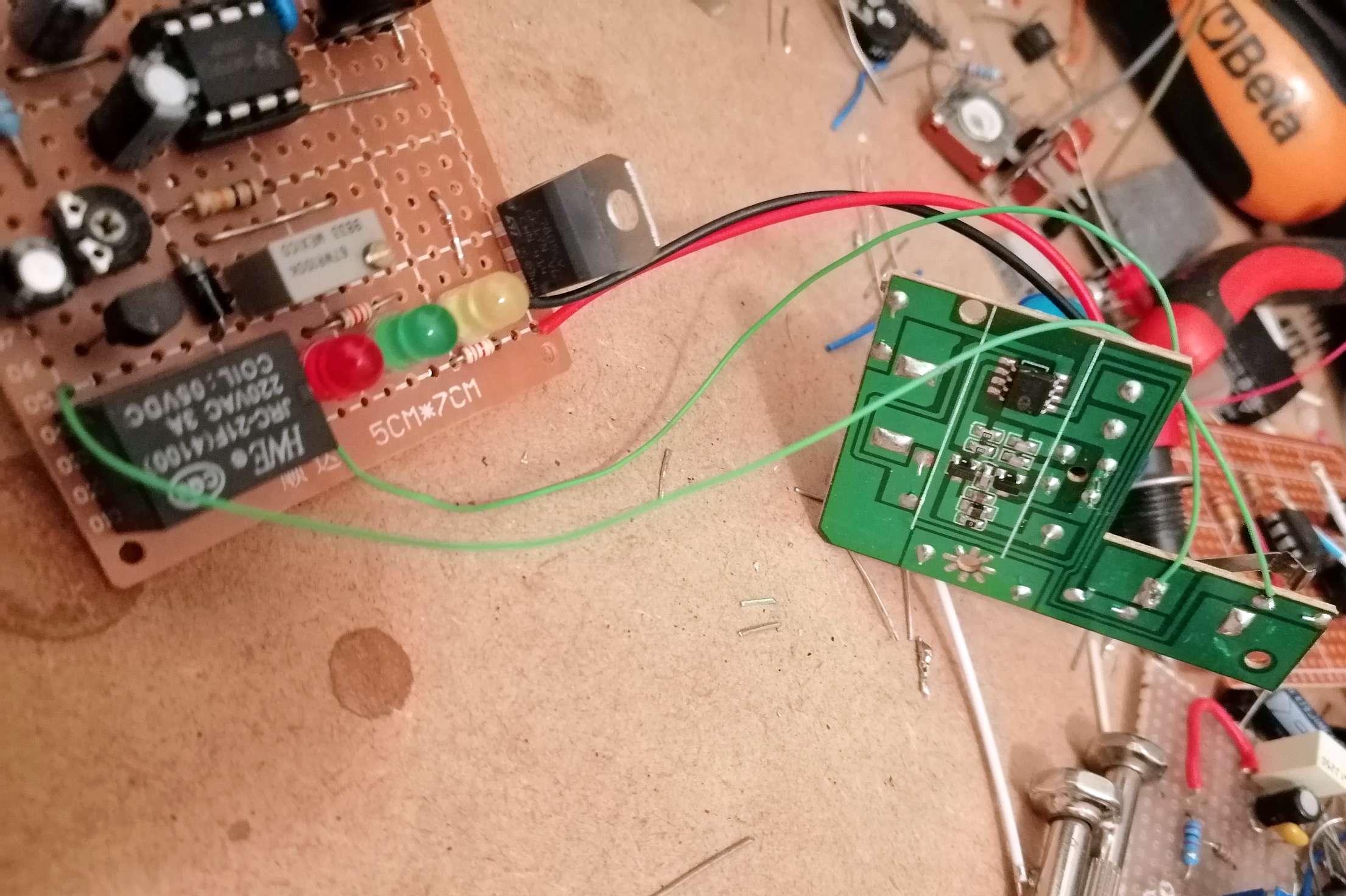 Interruttore Radiocomandato con Sensore di corrente - Collegamenti col trasmettitore