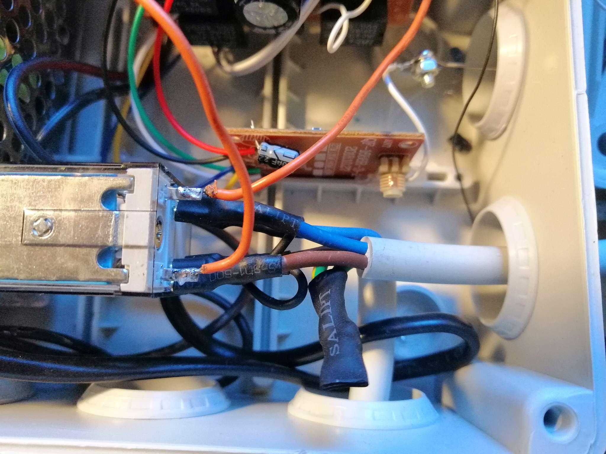 Interruttore Radiocomandato con Sensore di corrente - Cablaggio interno del rele