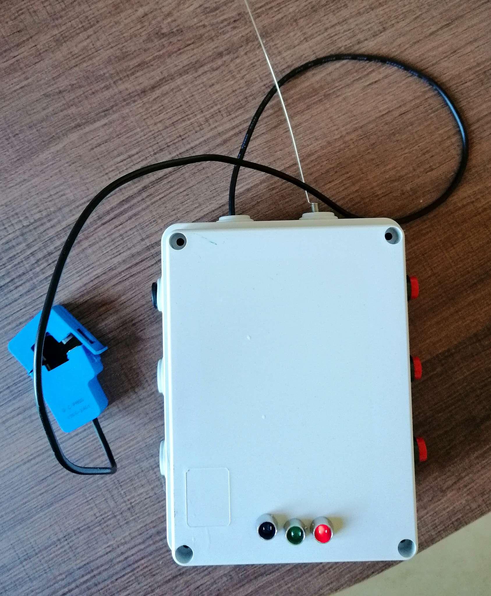 Interruttore Radiocomandato con Sensore di corrente - Frontale con i led e pulsanti set reset e disable timer