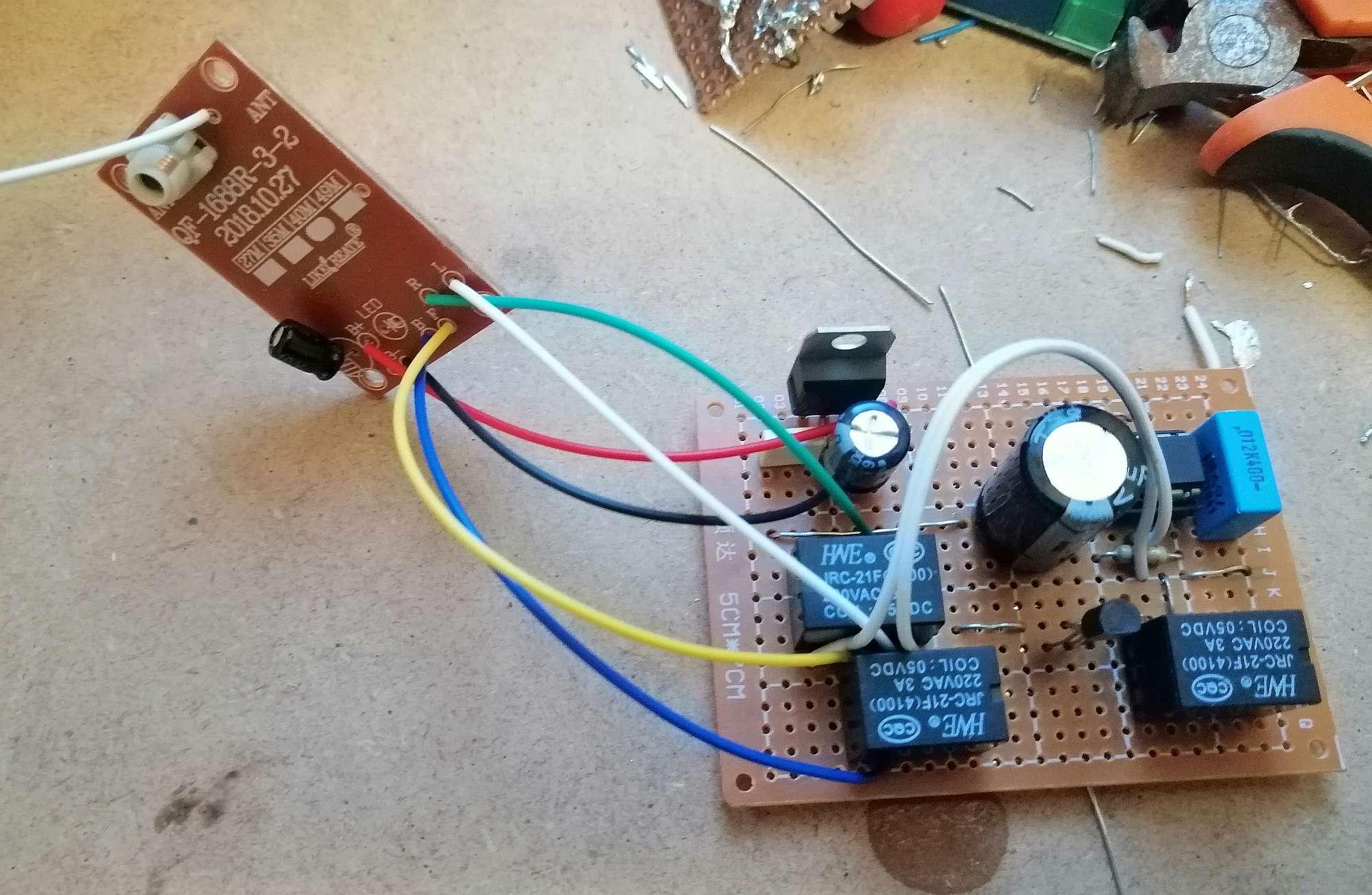 Interruttore Radiocomandato con Sensore di corrente - Modulo Alimentatore 5V per ricevitore, collegamenti al ricevitore e relè temporizzato